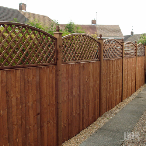 Domestic Fencing Installed In Timber With Trellis